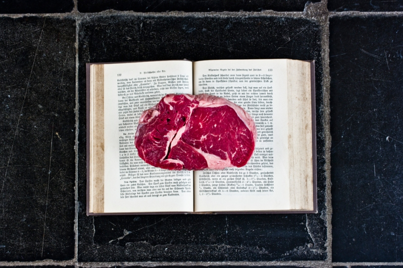 Marinated Steak / Marx Rumpolt, Ein new Kockbuch / 1581, Germany (picture in Smaak! Een geschiedenis in 120 recepten)
